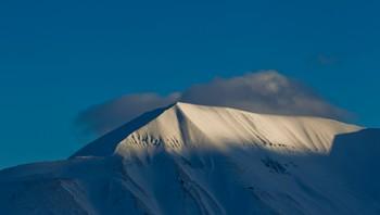 Fjell like ved Longyearbyen på Spitsbergen, Svalbard.
