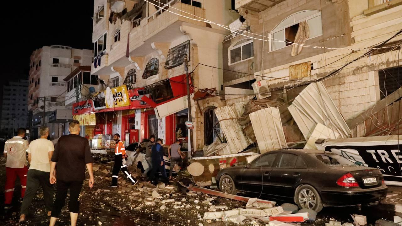 Ødeleggelser i Gaza by etter israelske flyangrep onsdag morgen.