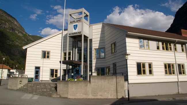 Kommunehuset på Aurlandsvangen. Foto: Merete Husmo Høidal, NRK.