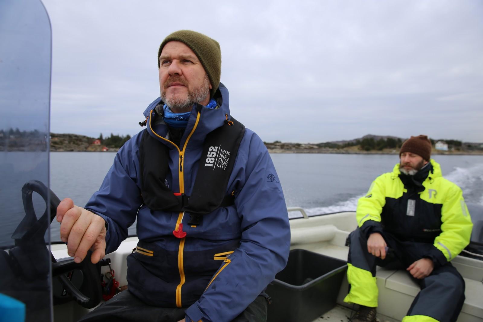 Kenneth Bruvik i Norges jeger- og fiskerforbund og kultursjef Lennart Fjell i Fjell kommune.