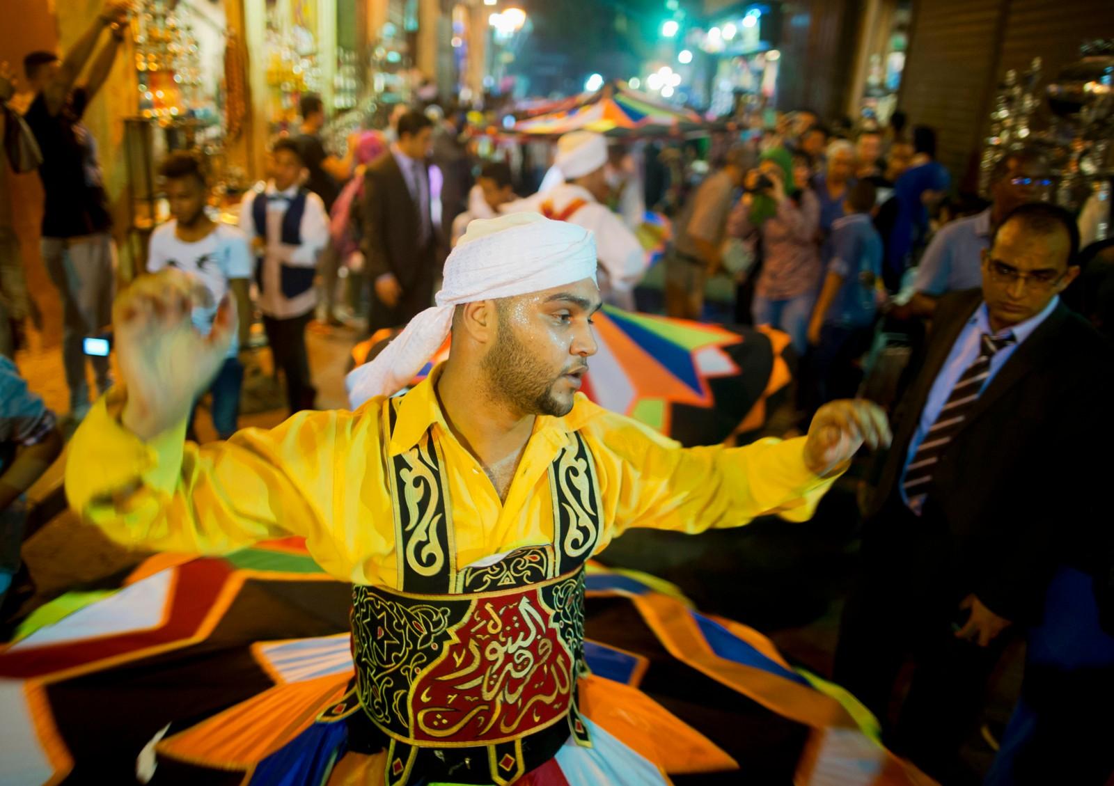 Feiringen av ramadan ble innledet søndg kveld i Fatimid-strøket i Kairo i Egypt med dans og musikk.