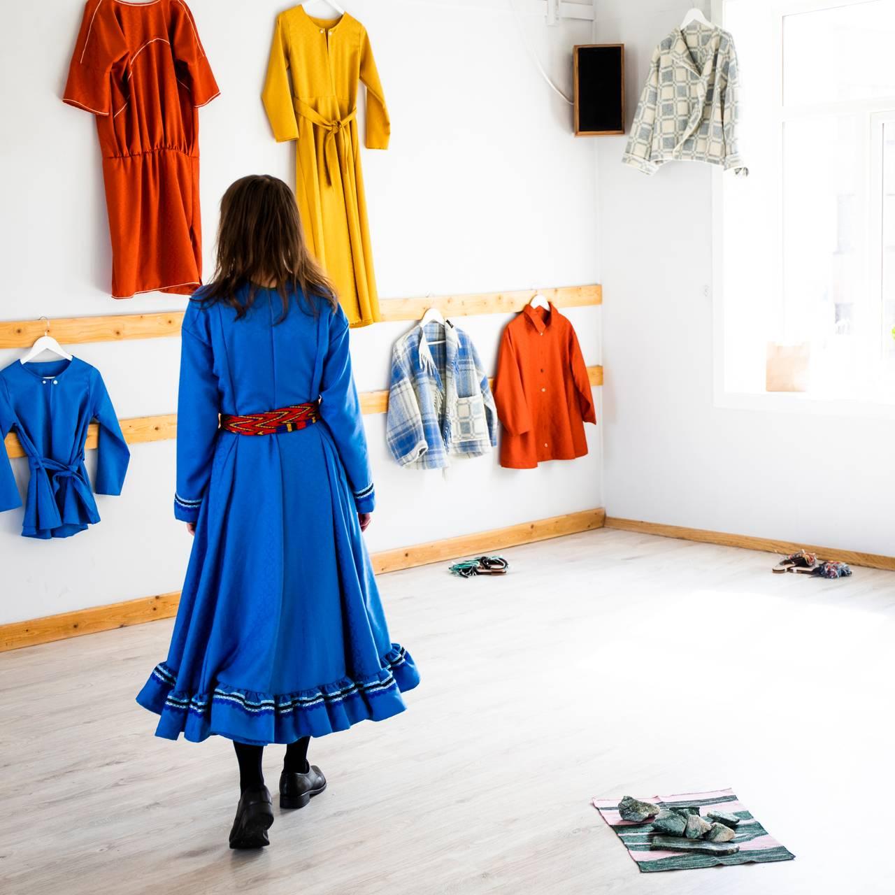 Ramona Salo Myrseth under forberedelser av forestillingen Den samiske halvtimen.