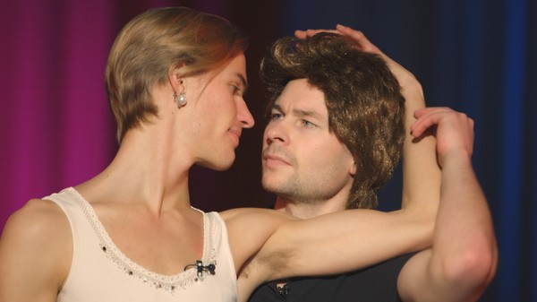 Hoppgutta briljerer i Dirty Dancing-parodi