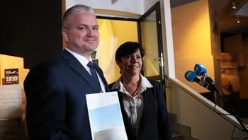 Statssekretær Tom Cato Karlsen og lufthavnsjef Inger-Hilde Tobiassen