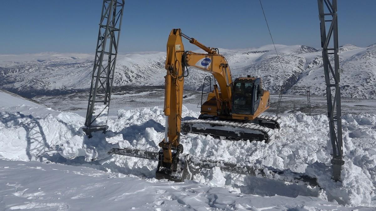 FLYTTING: Skiheisen må flyttes på grunn av all smeltingen i høyfjellet.