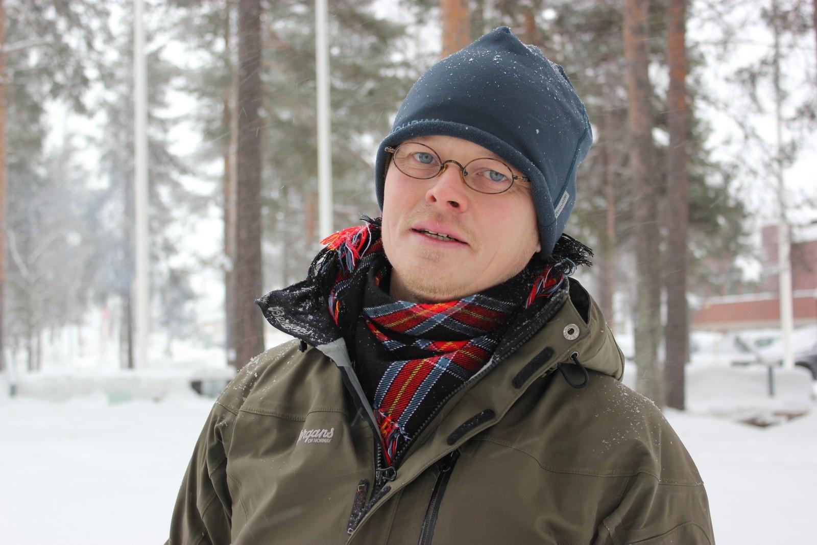 Operasanger Ánndaris Rimpi ved Göteborgsoperan pleier å feire samenes nasjonaldag hjemme i Göteborg ved å ta ta på seg kofta, spise reinkjøtt og synge den samiske nasjonalsangen. I år er han for første gang i Jokkmokk under vintermarkedet. Nasjonaldagen feirer han ved å delta på arrangementene i Jokkmokk.