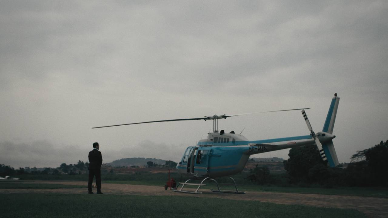 Mr. James foran et helikopter