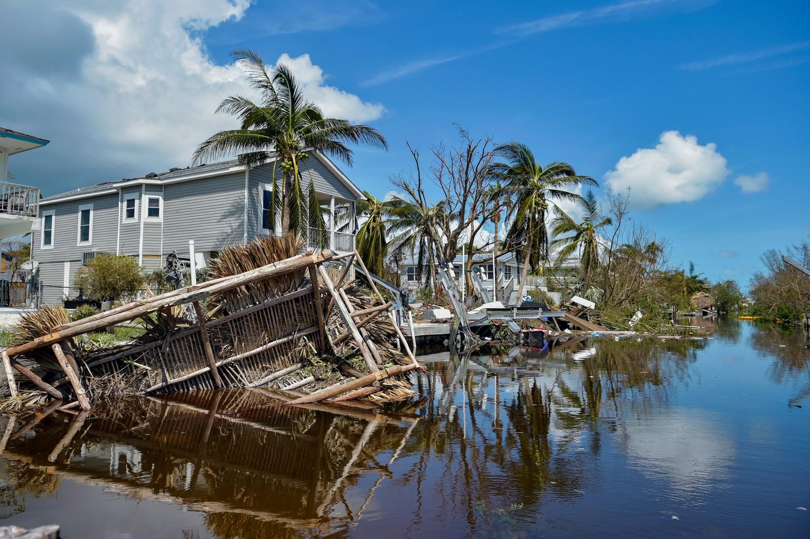Flere hjem har blitt revet vekk etter orkanen og flommen som kom i ettertid.