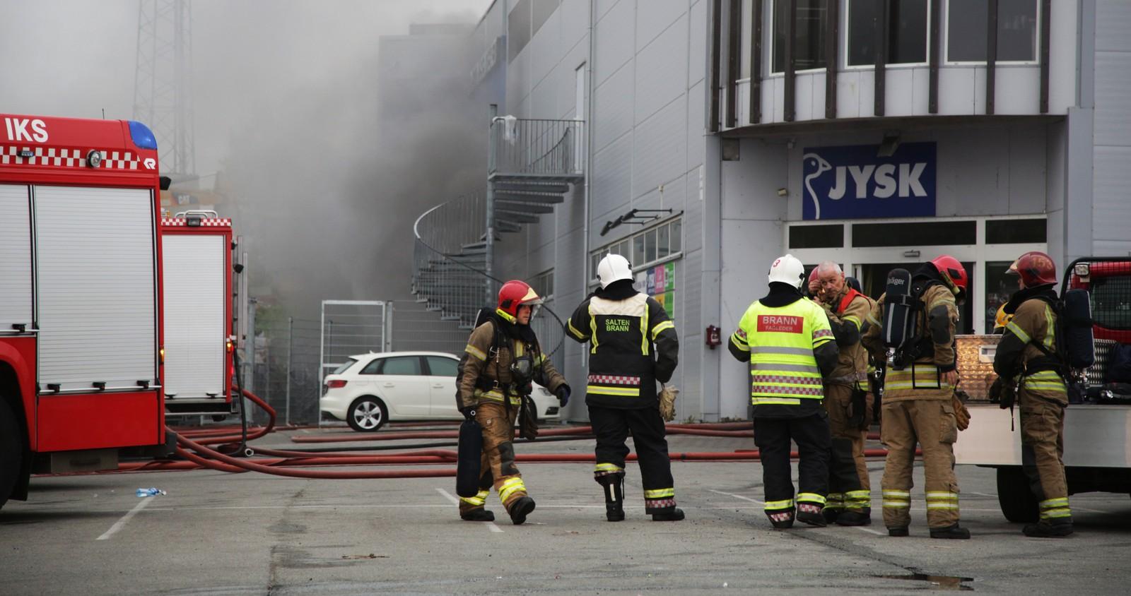 Politiet fikk melding om brannen like etter klokka 20.30 onsdag kveld.