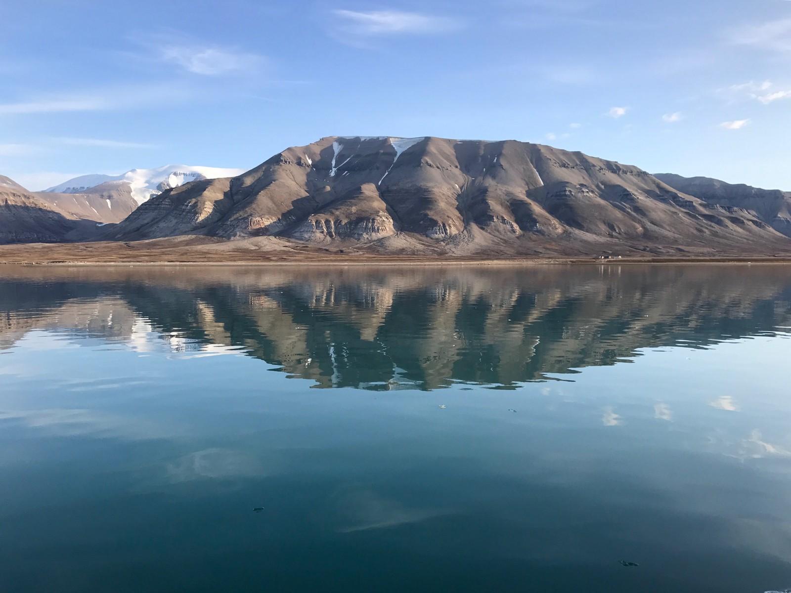 Svalbard fra sjøen.
