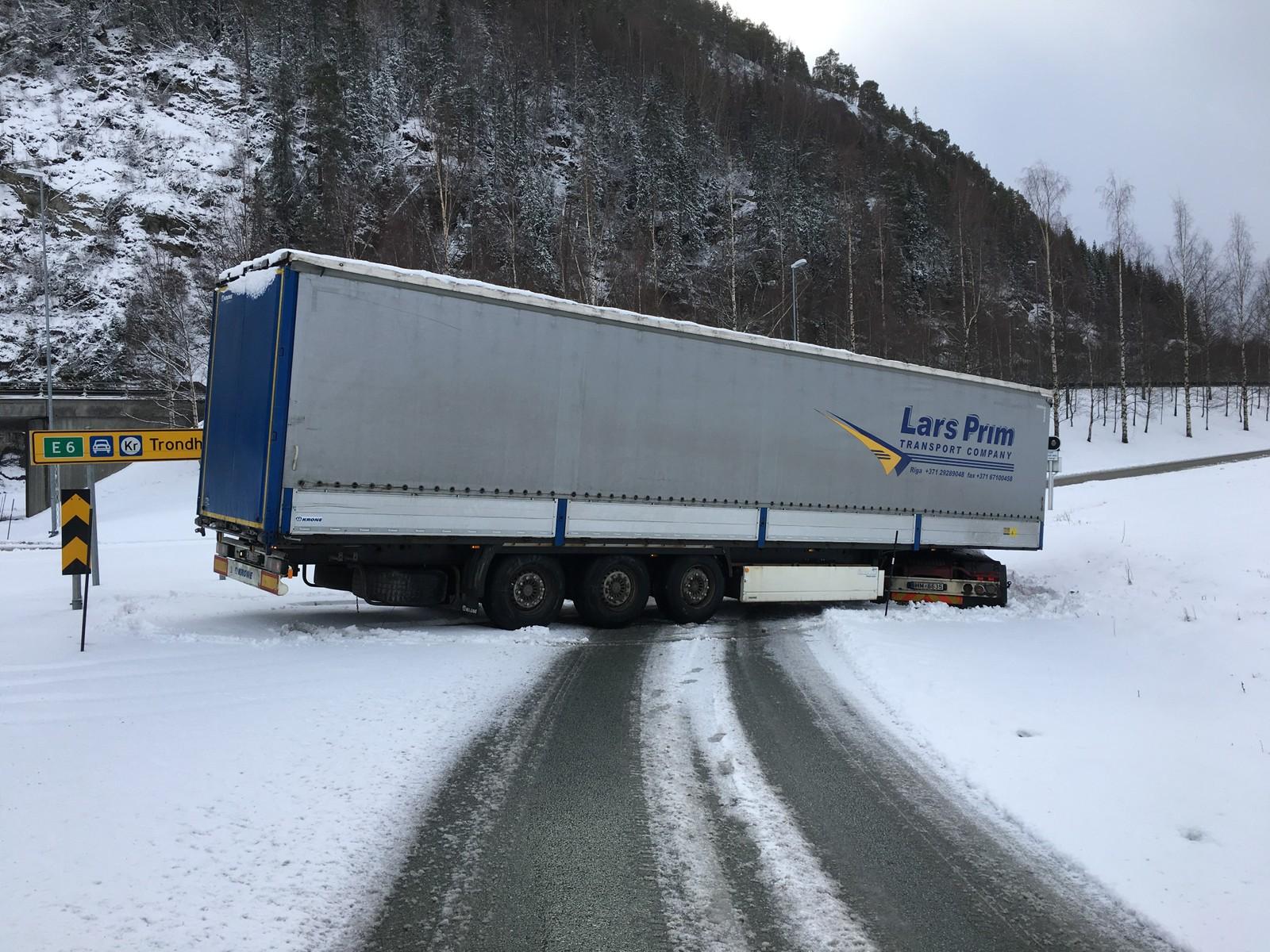 Her hamna ein trailer utfor E6 ved Hommelvik.