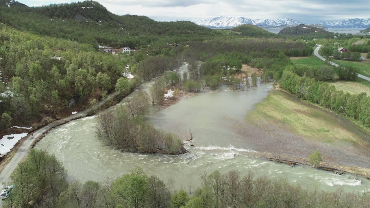 Flom og høy vannføring i Kviby i Alta