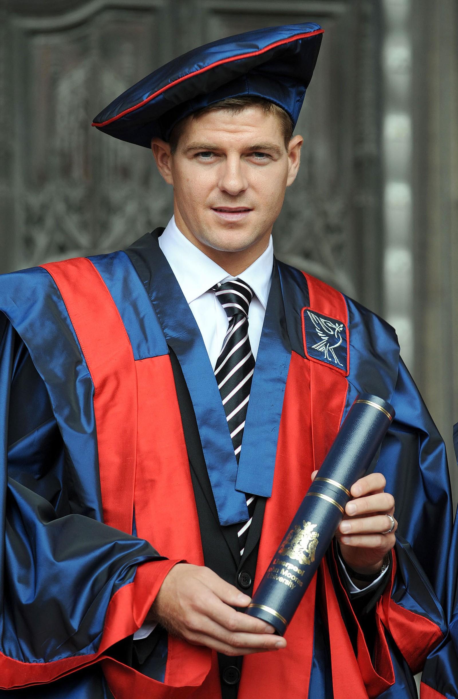Gerrard etter at han ble utnevnt til «Fellow of Liverpool John Moores University»