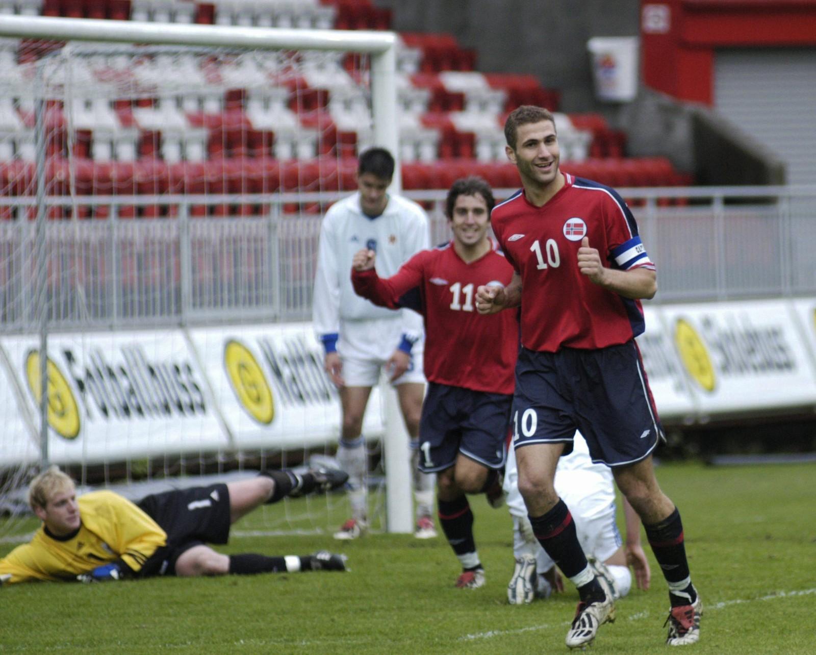 Karadas scoret tre da Norge U21 nedsablet Luxembourg på Brann Stadion i 2003. Siden ble det ti kamper for a-landslaget.