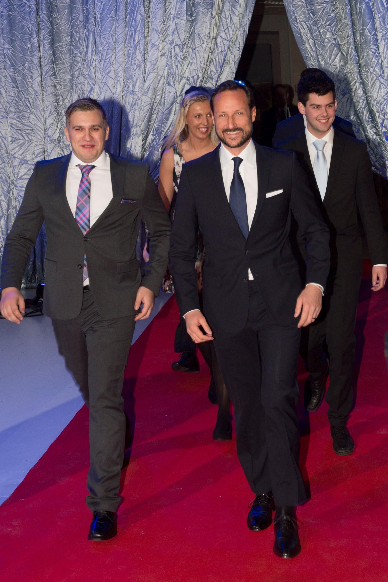 Kronprins Haakon ankommer Idrettsgallaen.
