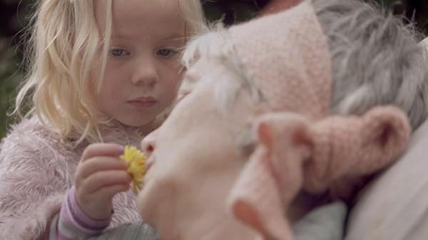 Norsk dramaserie. Maja er fem år og ofte på besøk hos mormoren sin.