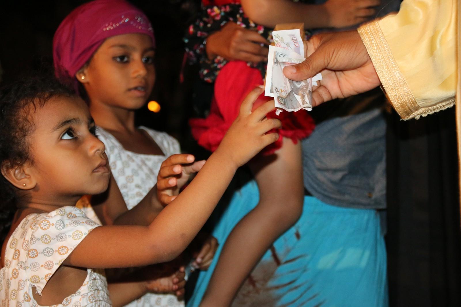 Pengene satt løst under innsamlingsaksjonen i Shela på Lamu.