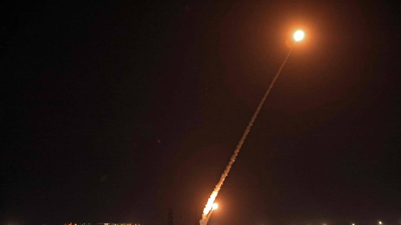 Raketter fyres fra Rafah, sør på Gazastripen, mot Israel 14. mai.