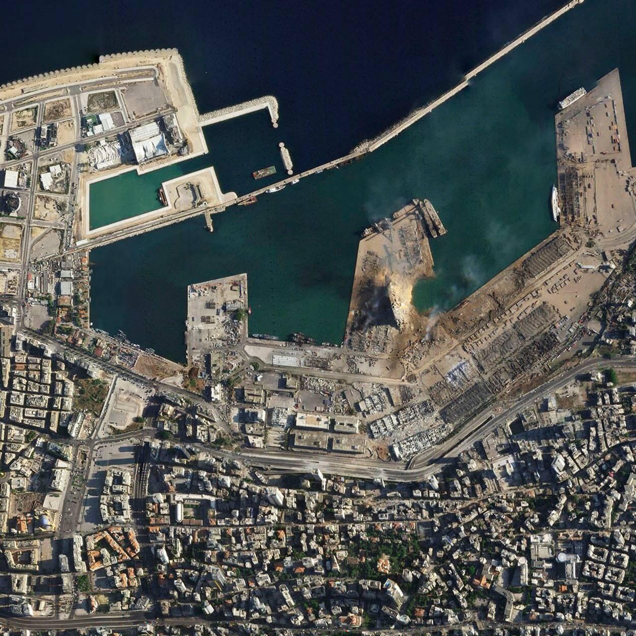 Satelittbilde av havnen i Beirut tatt 5. august 2020.