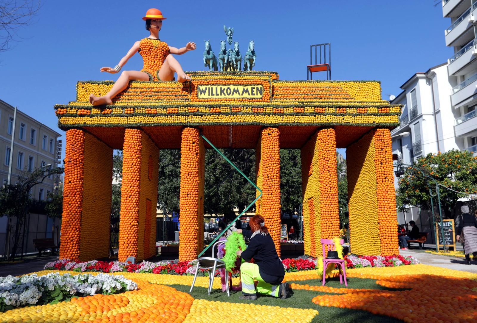 Dette er en skulptur inspirert av musikalen Cabaret. Den er laget av appelsiner og sitroner i forbindelse med den 84. sitronfestivalen i Menton i Frankrike. Temaet i år er Broadway.