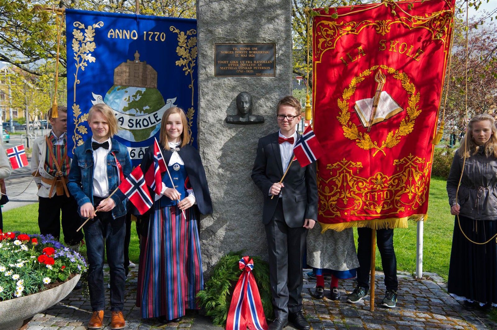 Bautaen på Ilevollen til minne om Matthias Conrad Peterson som tok iniativet til Norges første borgertog 17. mai 1826