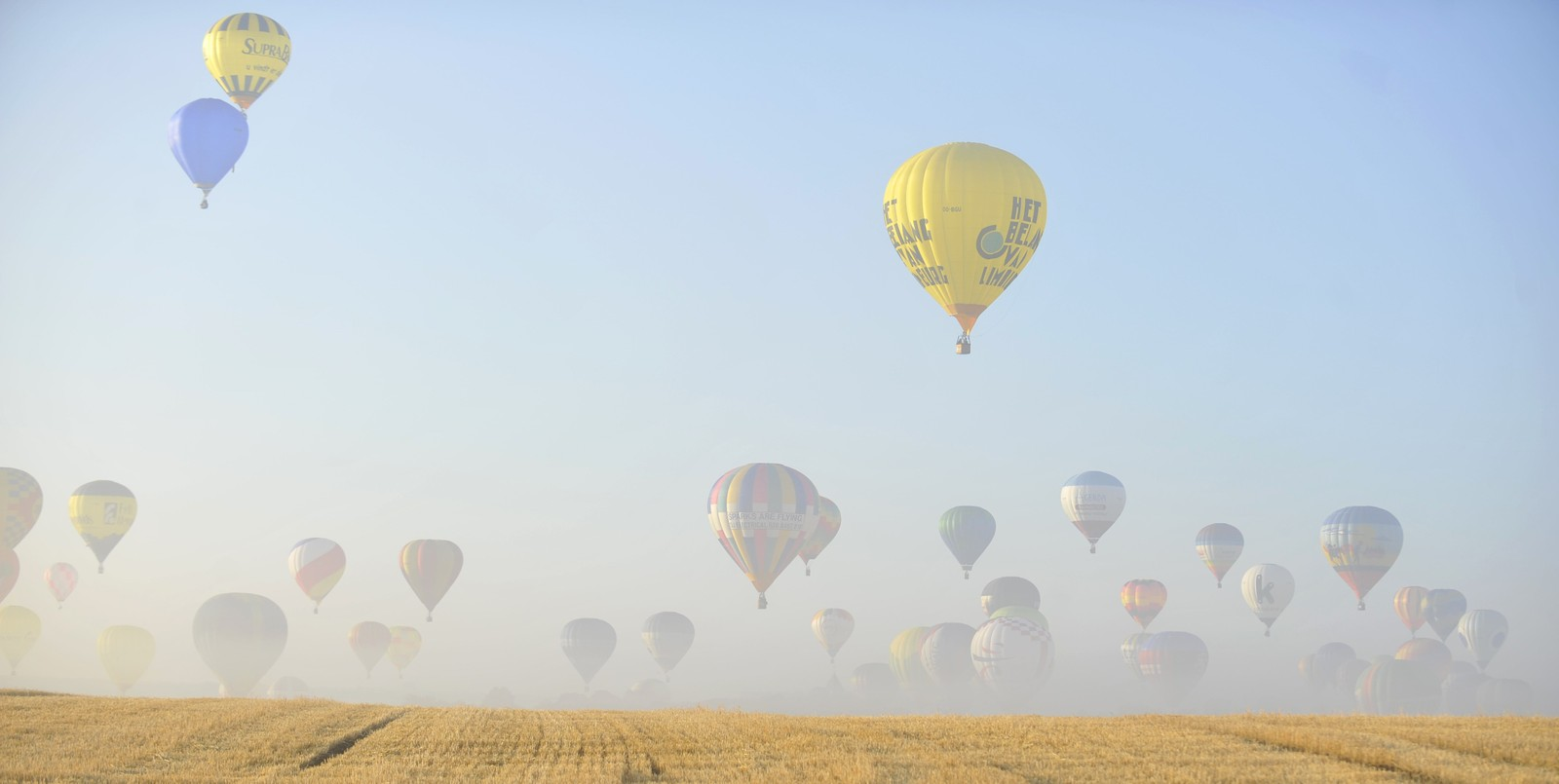Varmluftsballonger over Chambley flybase, nordøst i Frankrike.