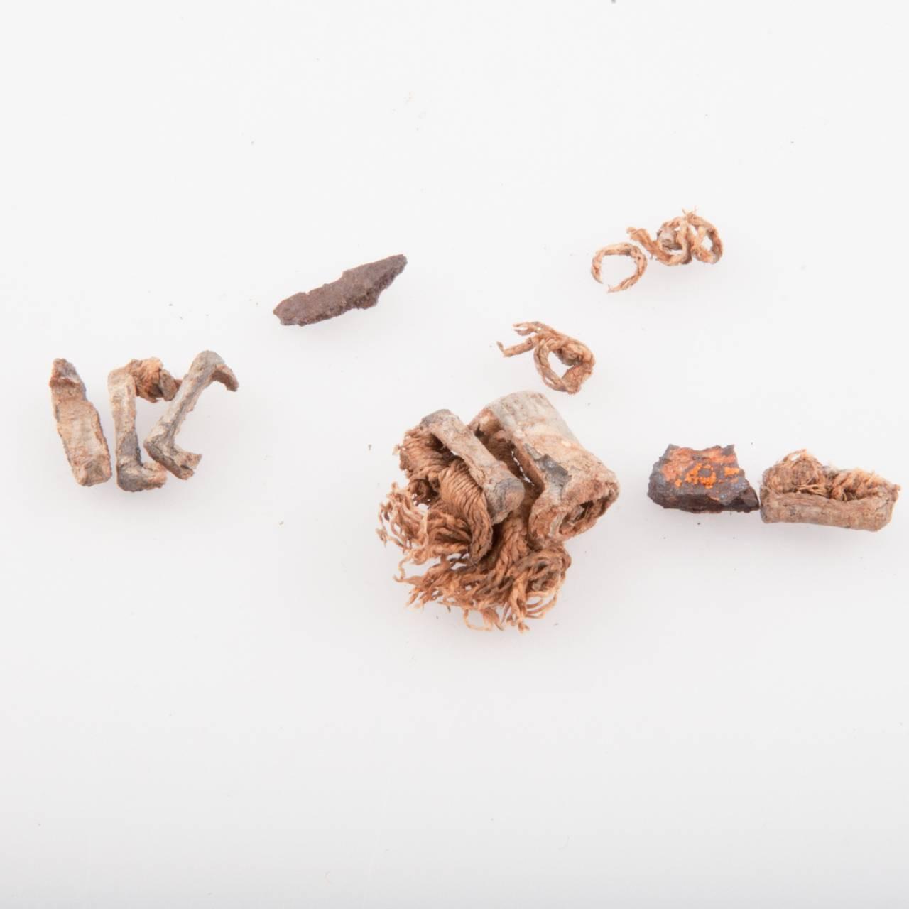 Diverse pyntegjenstander hentet ut fra De schreinerske samlinger