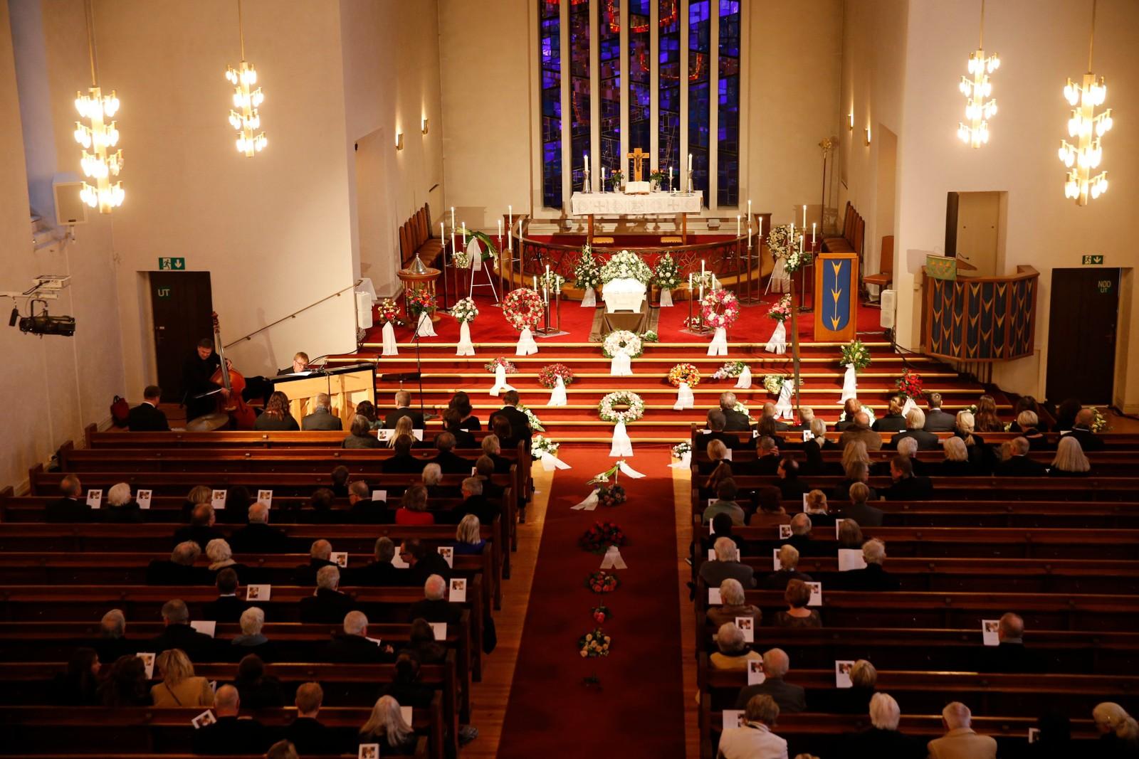 – Nora Brockstedt var en stor og folkekjær kunstner, sa prest Jan Oskar Utnem under seremonien i Grefsen kirke.