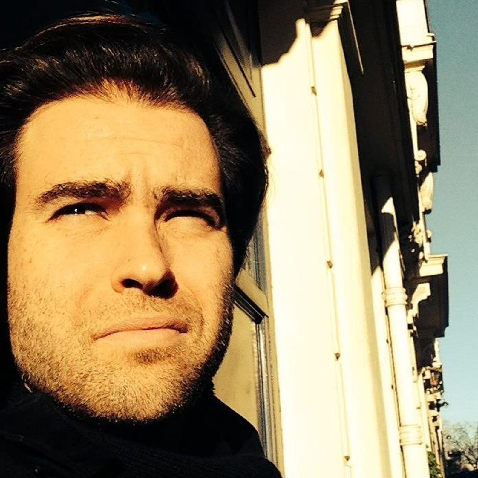 DREPT: Sebastien Proisy (38) blir av venner beskrevet som en raus og intelligent mann. Han hadde både politikkutdannelse fra Science Po. Proisy døde på restauranten Le Carillon.