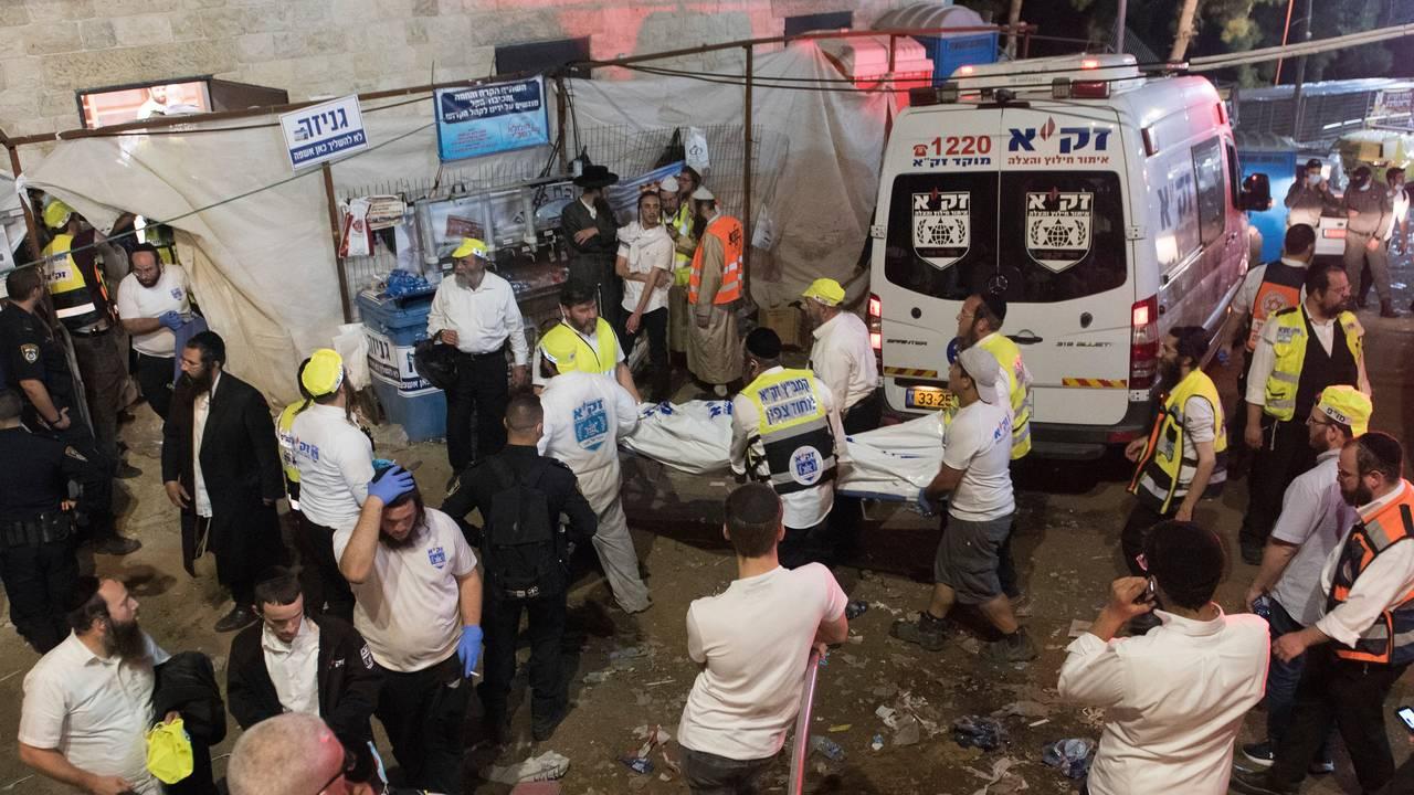 Minst 44 personer døde er døde etter en ulykke under en jødisk feiring ved fjellet Meron nord i Israel fredag.