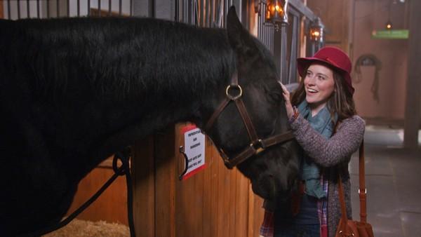 Amerkiansk dramaserie. Kit er glad for at hun reiser sammen med faren sin til hans nye jobb på en rideskole i England. Livet på den nye kostskolen er ikke så lett for Kit - særlig når hun er redd for å ri.