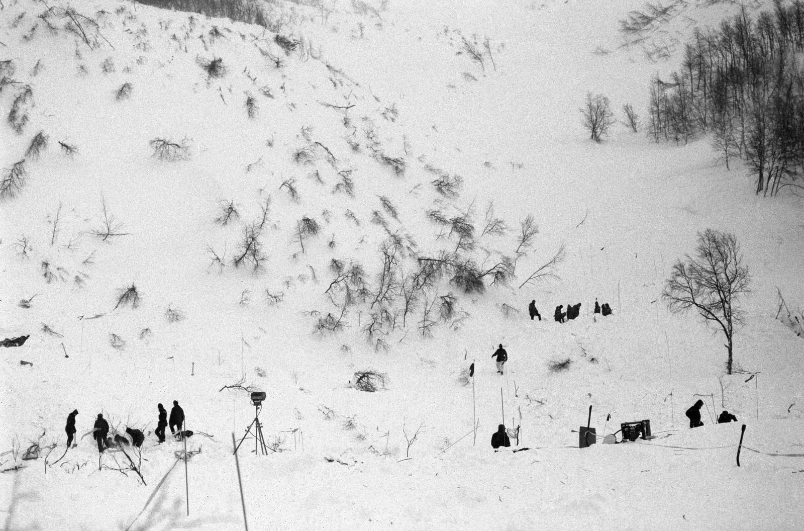 Enorme snømengder raste nedover fjellsiden ved elva Storforsen.