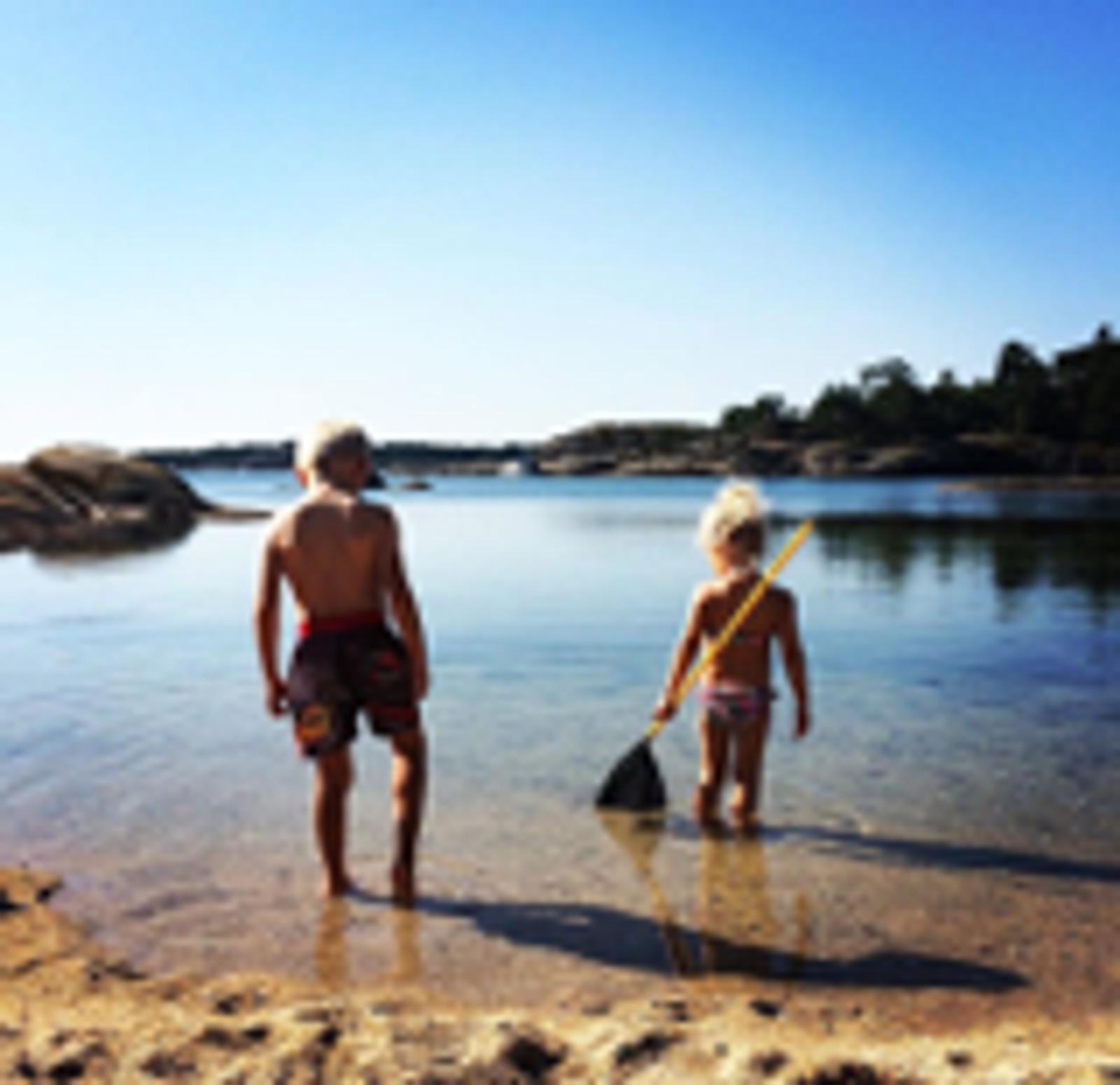 IVARSAND I BAMBLE: Dette er mitt sommerparadis! De beste barndoms- og sommerminnene har jeg herfra, og nå skaper jeg nye minner med min egen lille familie. Ivarsand har noe for alle aldre og er det fineste stedet som finnes!:-) Hilsen Marianne Lande Hallingskog