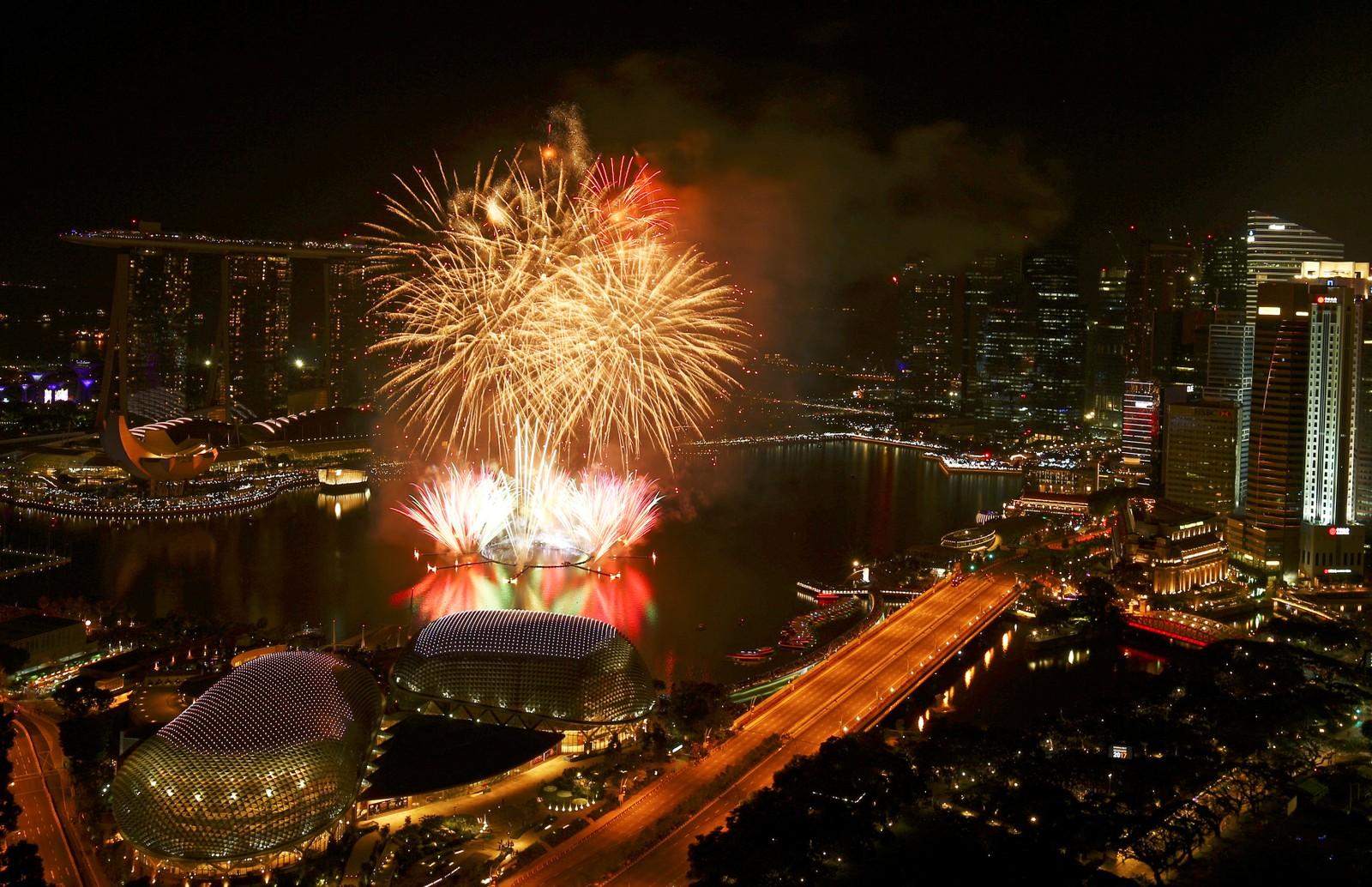 SINGAPORE: Nyttårsfyrverkeri over Marina Bay Singapore