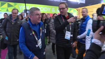 IOC-president Thomas Bach har pressekonferanse før ungdoms-OL starter.