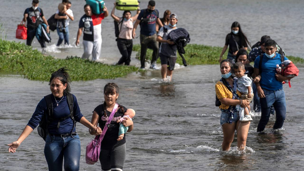 Migranter krysser Rio Grande