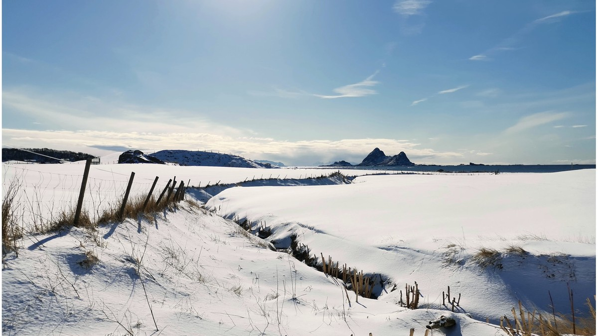 STRLÅLANDE SOL: Bø i Vesterålen har allereie fått ein smakebit på solsteika.