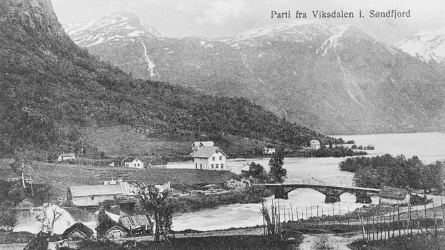 Hadde Viksdalen blitt eigen kommune i 1918,ville kommunesenteret ha vore i Vika. Dette biletet er teke i 1927. Ukjend fotograf. © Fylkesarkivet.