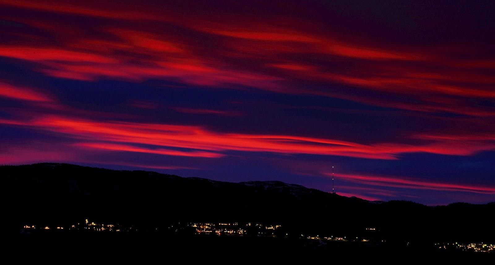 Røde skyer over Leinstrand