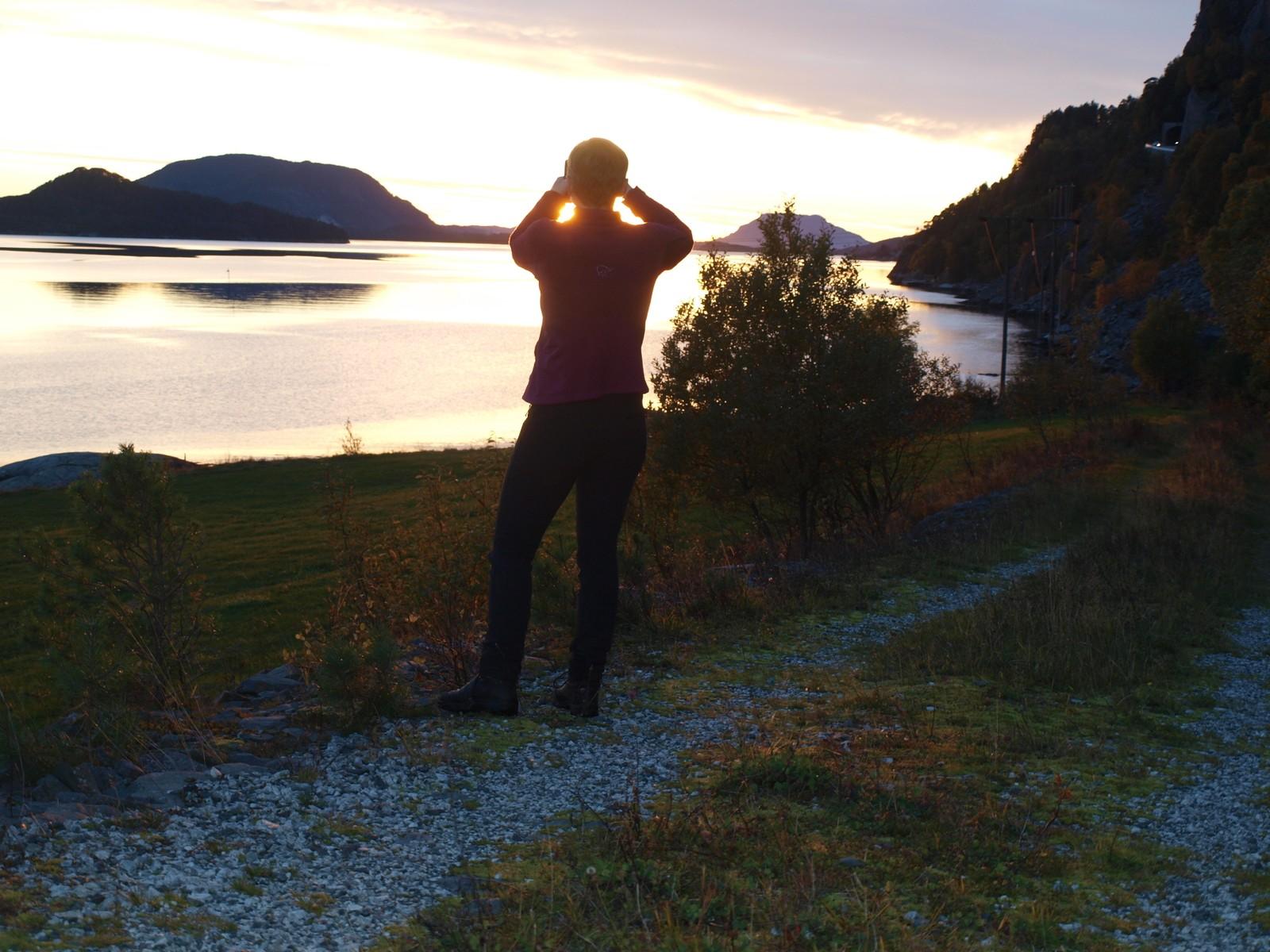 Fotograf i solnedgang.