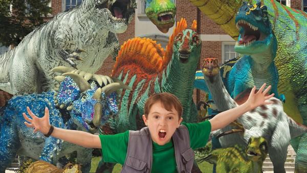 Ingen vet at Jens kan se dinosaurer, akkurat som storebroren sin Dan. Kanadisk serie.