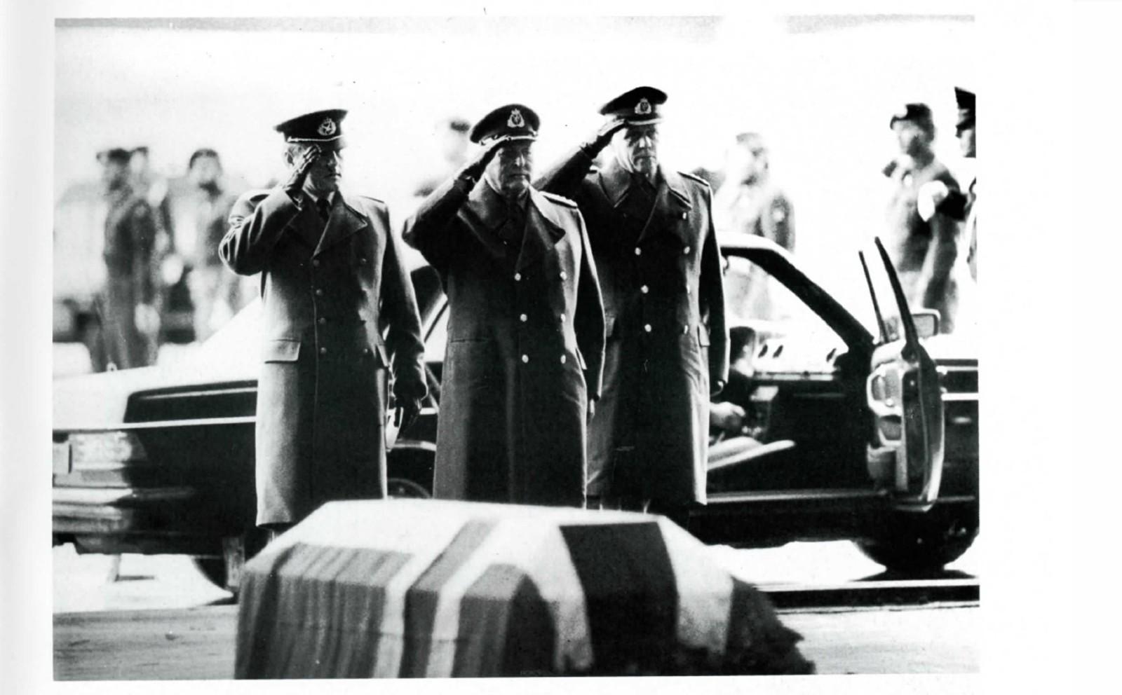 Kong Olav under minneseremonien i Bardufoss