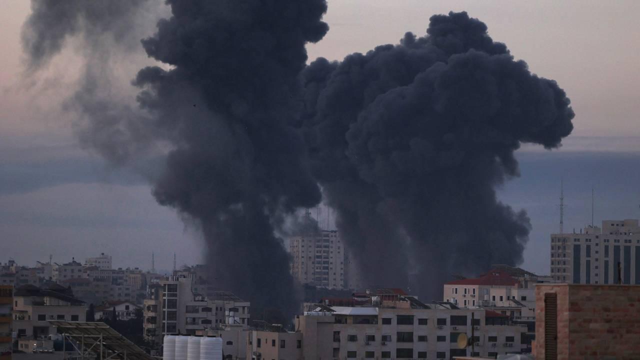 Et av de tyngste flyangrepene mot Gaza by, tidlig 12. mai 2021.