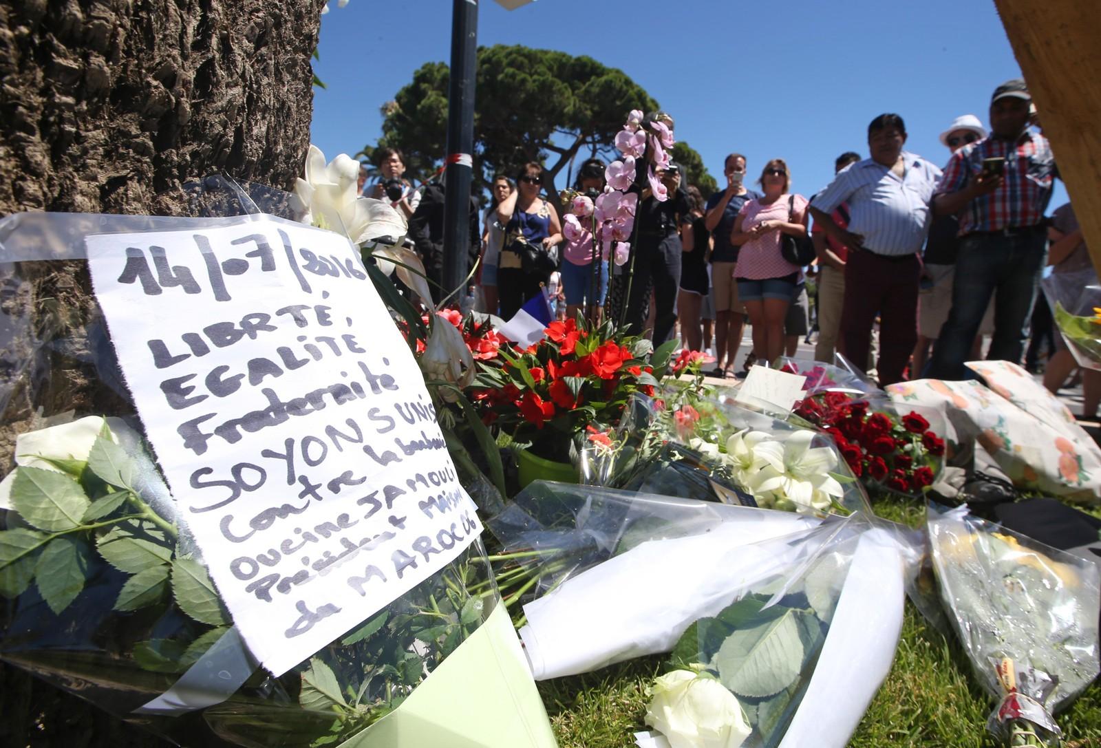 Blomster i Nice, til minne om ofrene for terrorangrepet 14. juli