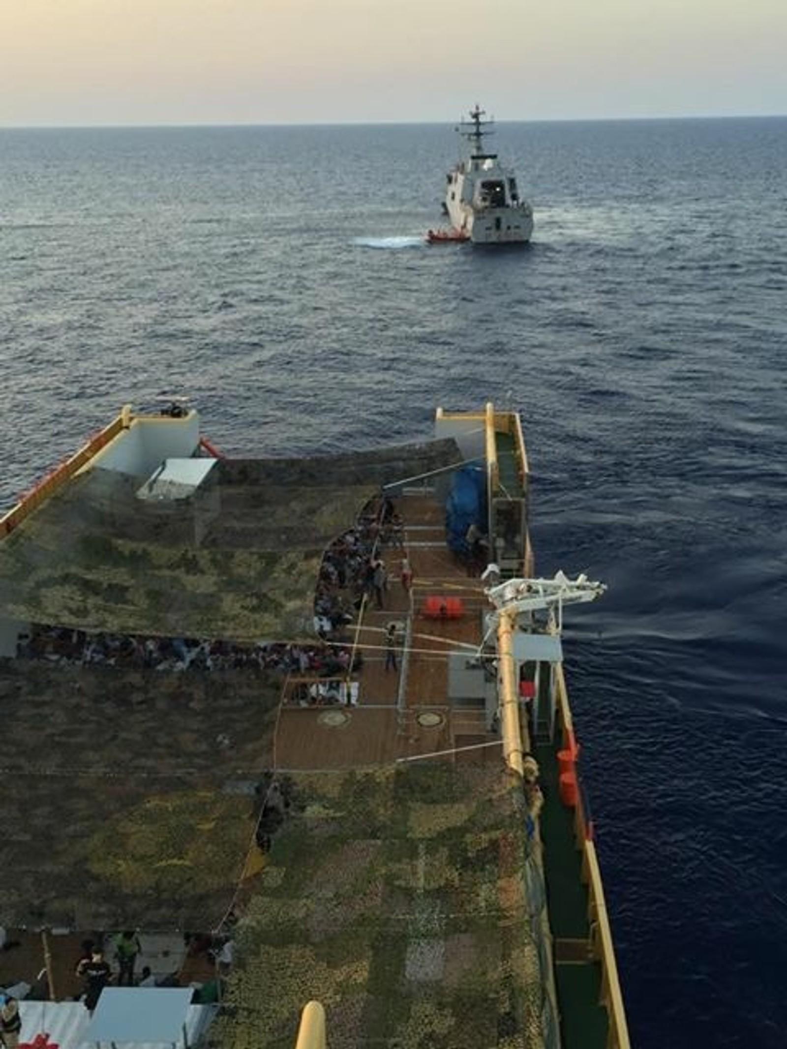 312 overlevende ble reddet av et italiensk marineskip. Italienske myndigheter skal etterforske saken.