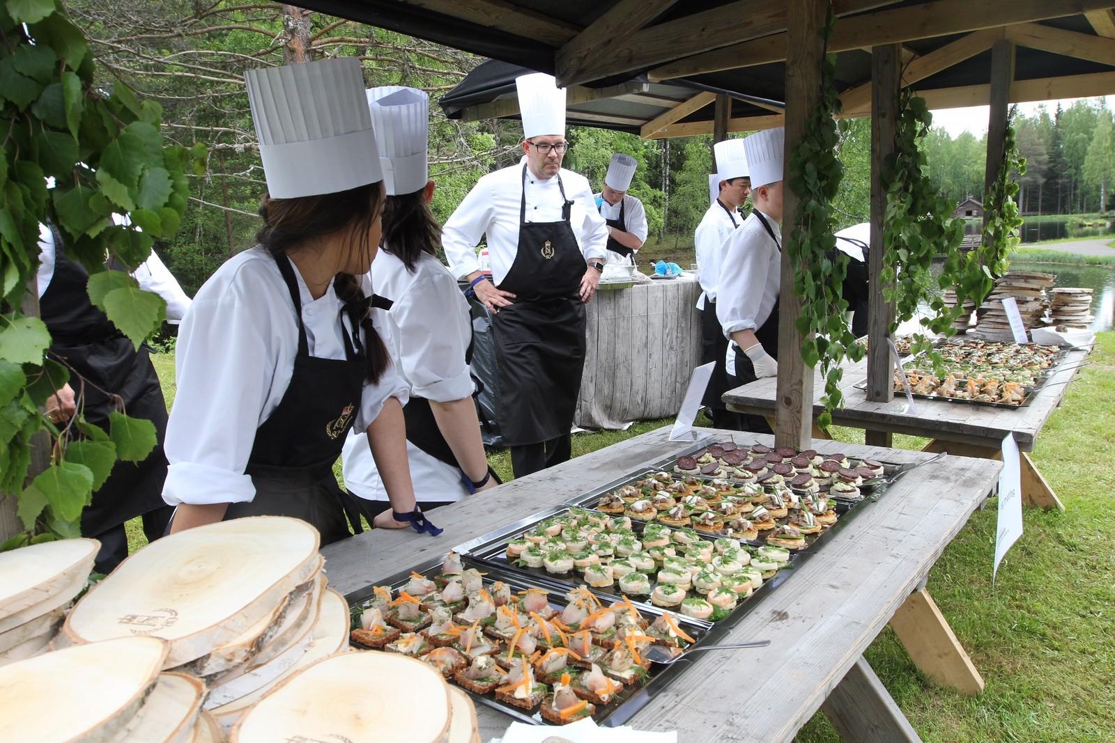 Elever fra de videregående skolene i Lillehammer, Raufoss, Storhamar og Midt-Østerdal hadde lagd maten som ble servert.