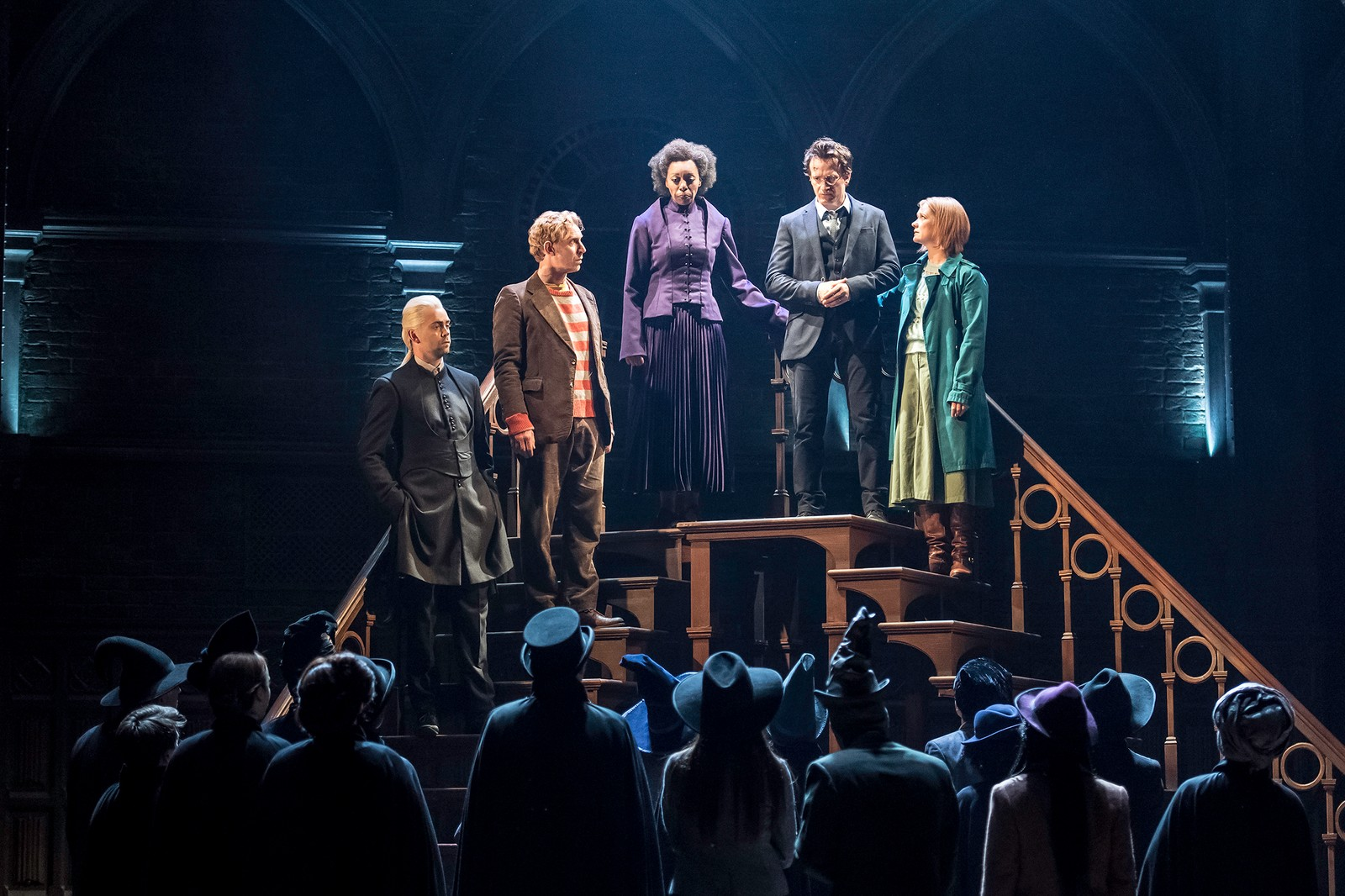 NYE TIDER: Draco Malfang (Alex Price), Ronny Wiltersen (Paul Thornley), Hermine Grang (Noma Dumezweni), Harry Potter (Jamie Parker) og Gulla Potter (Poppy Miller) som voksne.