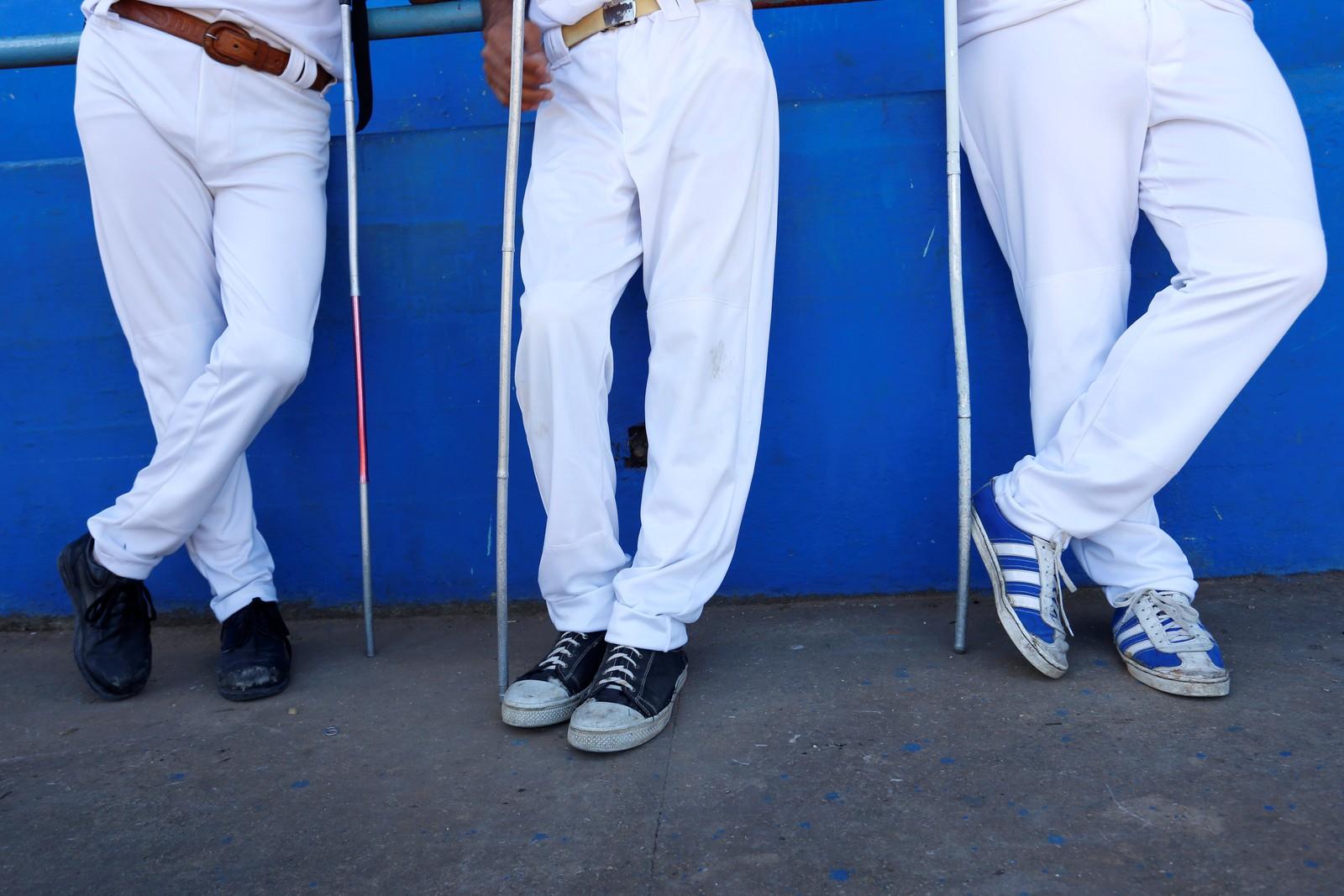Synshemmede skal spille baseball i Havanna på Cuba. De bruker en ball som inneholder en bjelle for å orientere seg mens de spiller.