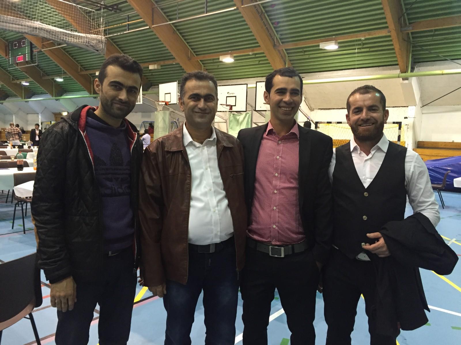 Ibrahim Khaled (lengst til venstre), Masoud Khaled, Mahir Rasul og Bakhitiar Fattah gledet seg til å feire dagen sammen med venner og familie.  - Det er en veldig trivelig dag med god mat og drikke. Vi besøker hverandre, ringer til familie og venner i andre land og koser oss, sier mennene.