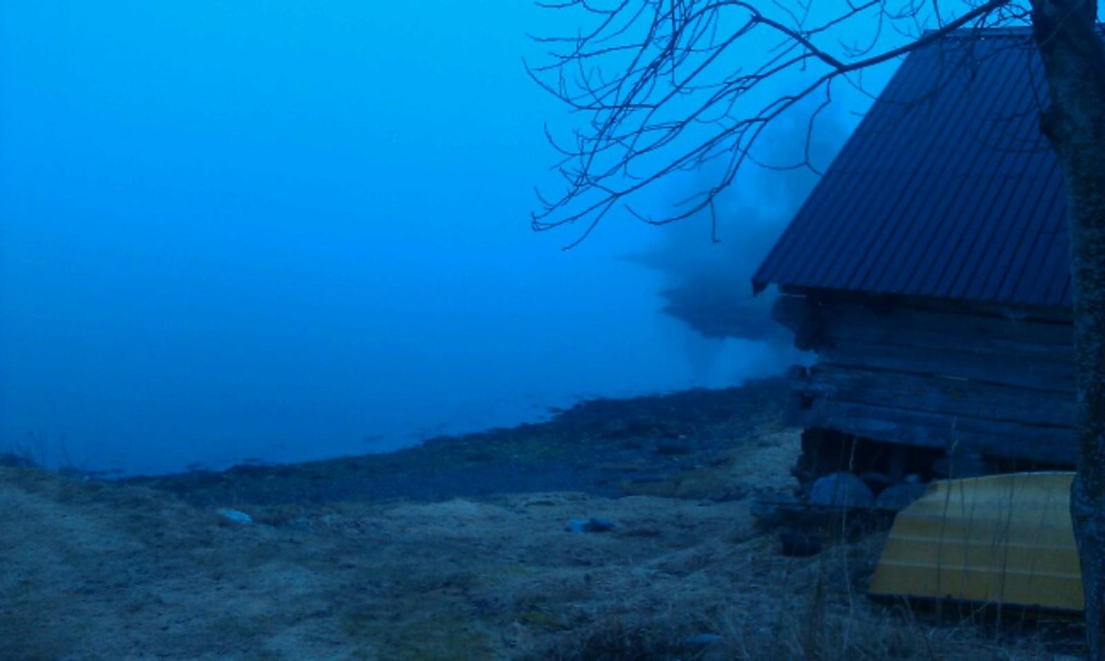 Her skulle vi sjå Olden,men skodda ligg tjukk endå. Sola kjem snart og jager den vekk. Det blir nok ein fin dag i Indre Nordfjord også, skriv innsendaren.